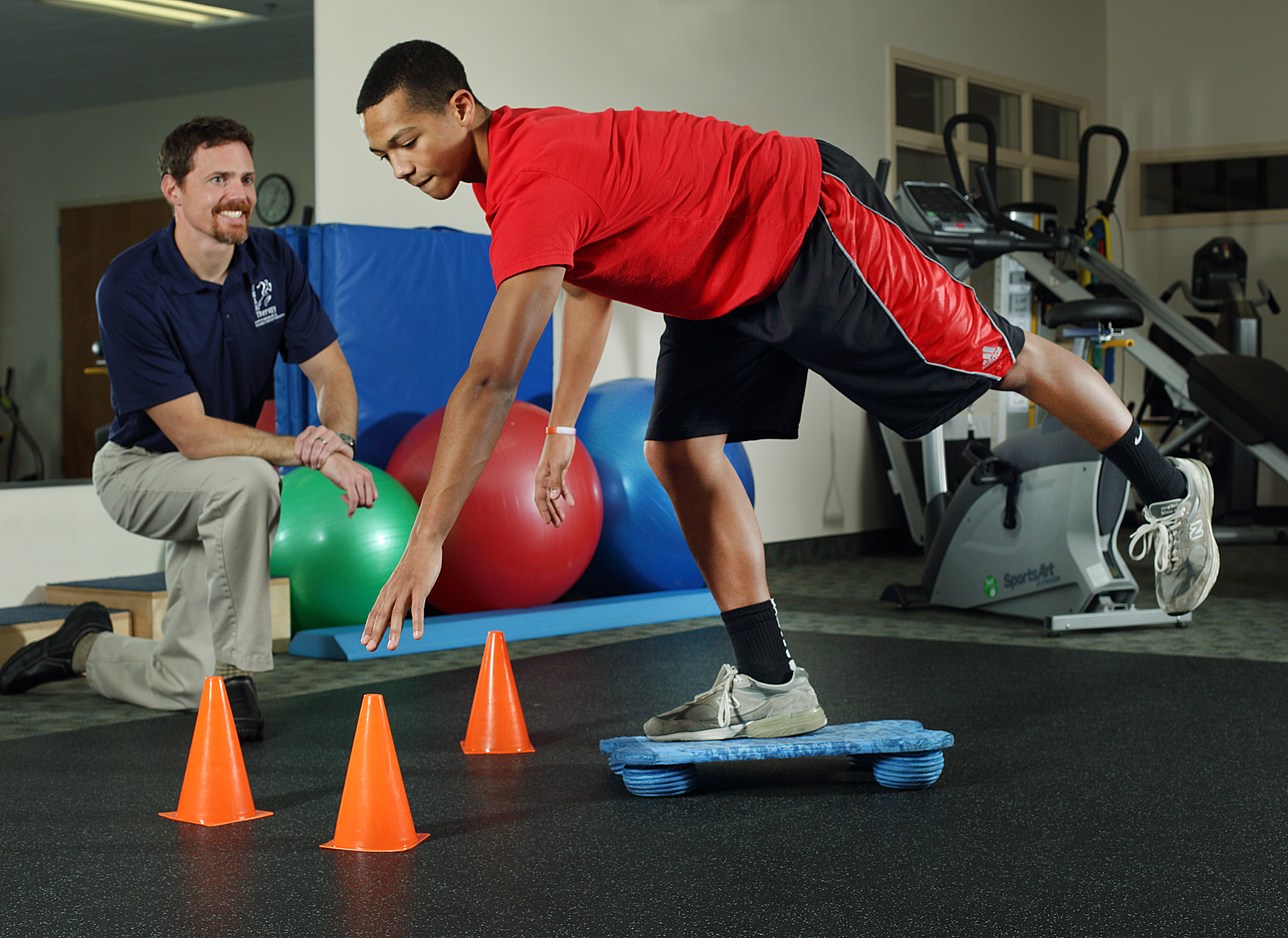 Which is better sports medicine or physical therapy